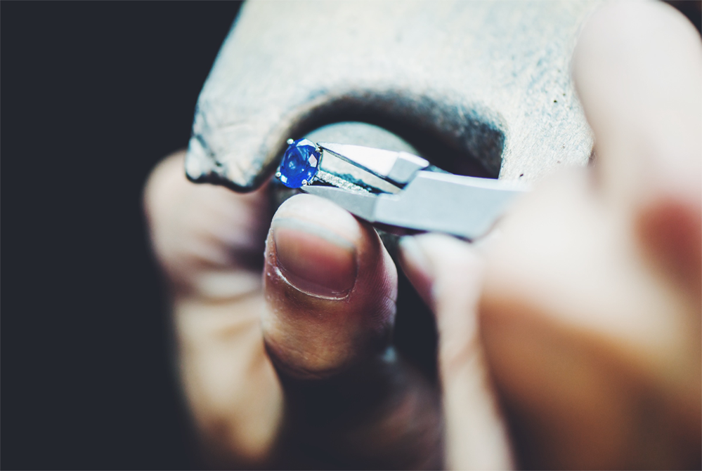 Setting the stone on a ring